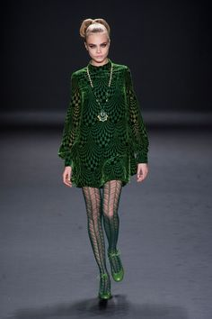 Cara Delevingne Style Inspiration Mod Fashion, Runway Fashion, Green  Fashion, 1960s Fashion, 03e06a3321a9