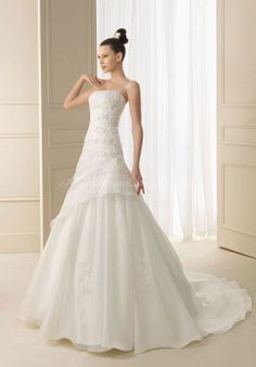 Long Strapless Organza A-line Glamorous Ruching Wedding Dress