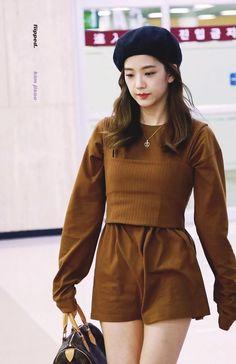 Blackpink Outfits, Kpop Fashion Outfits, Korean Outfits, Work Outfits, Korean Airport Fashion, Korean Fashion, Moda Kpop, Black Pink ジス, Blackpink Fashion