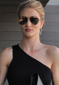 97617f94e5 Rosie Huntington-Whiteley out and about in Los Angeles on June 2