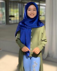 Free yourself from negative vibes 😍🙈❤️ Hijabi Girl, Girl Hijab, Negative People, Negative Thoughts, Muslim Fashion, Hijab Fashion, Beautiful Hijab Girl, Asian Model Girl, Graffiti Wallpaper