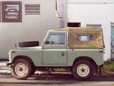 Mint Green Land Rover. I still want you. Bad. @hometeeched I feel like I would settle for this as my new ride...