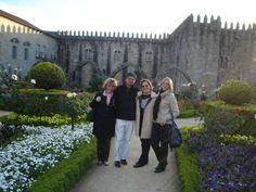 Jardim de Santa Bárbara do Paço Episcopal Bracarense, em Braga, Portugal. Com Beth Prado, Beth Almeida e Maria Helena C, H. Jardim || Foto: Pedro Andrade