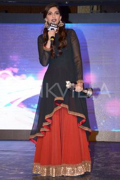 I'm not really a fan of Sonam Kapoor's fashion sense but this outfit gorgeous! God do I want it so badly!