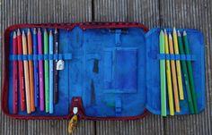 Individuell gestaltetes Schulmäppchen im täglichen Einsatz