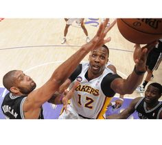 Dwight Howard turned in one of his best games of the season, putting up 26 points (9-of-15 FG) and 17 rebounds.