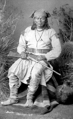 Apache Chief Bonito | Bonito, a Chiricahua Apache chief. 1884. Photo by Frank Randall.