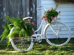 Love this, have to find a worn out bike this weekend, paint it up and there you are!