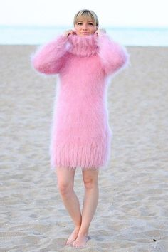 Fan of Chunky Turtlenecks Hand Knitted Sweaters, Cute Sweaters, Girls Sweaters, Sweaters For Women, Fluffy Sweater, Mohair Sweater, Warm Outfits, Pink Outfits, Chunky Knitwear