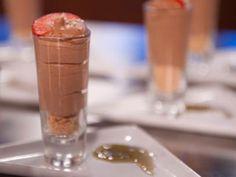 Mousse de Chocolate com Conhaque e Crocante de Coco