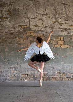 1 Tag in einer leerstehenden Fabrik -staune über die unterschiedlichen Bilder! Ballet Skirt, Photography, Pictures, Good Thoughts, Portrait Photography, Photo Art, Nice Asses, Tutu, Photograph