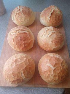 Sziasztok! Sütöttem egy pár db csodás zsemlét tegnap estére  😍 Készítettem egy kis videót arról csodás ropogásról amit szerettem volna veletek is megosztani  Egyszerűen imádok zsemlét sütni  A bélzete puha, kívül pedig ropog, d -  # Bread Recipes, Cake Recipes, Dessert Recipes, Cooking Recipes, Bread Shaping, Baked Rolls, Hungarian Recipes, Bread And Pastries, Baking And Pastry