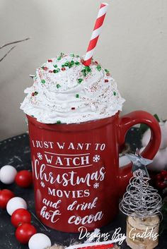 I have been seeing all these cute little toppers for mugs. I've seen (and tried) the marshmallow topper so I thought I would try a Whipped Cream topper. Christmas Swags, Holiday Wreaths, Christmas Diy, Christmas Decorations, Christmas Projects, Christmas Ornaments, Diy Interior Shutters, Coffee Table Upcycle, Winter Planter
