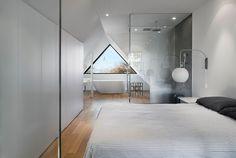 Non solo dormire. Camera con doccia e vasca da bagno - 142 Kenilworth, Toronto #bedroom #attic #mansarda