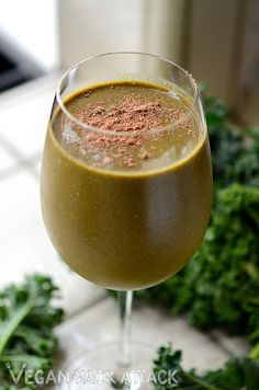 Chocolatelove: Raw Cacao Green Smoothie!  Ohmygoodness good!!!!!! Super filling and tasty. I used 1/2 the Cacao and added in 1/2 a scoop of chocolate whey instead. Made enough for two meals.