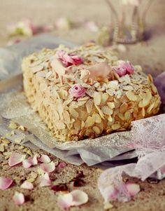 Ellen Svinhufvudin kakku on klassikon maineessa. Se on saanut nimensä Suomen presidentti Svinhufvudin puolison, Ellenin mukaan.