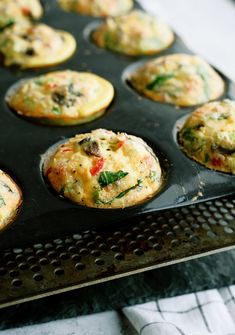 Make these Scrambled Egg Muffins at the beginning of the week and enjoy hot on-the-go breakfasts all week long. Easy proteins + veggies all in one perfect little muffin. Breakfast Muffins, Breakfast Dishes, Breakfast Time, Breakfast Recipes, Breakfast Ideas, Breakfast Casserole, Muffin Recipes, Brunch Recipes, Scrambled Egg Muffins