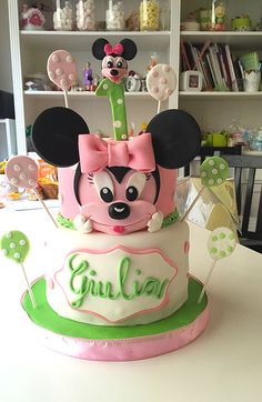 Minnie Mouse pink and green cake