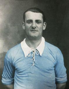 JOSÉ NASAZZI. Un capitán triunfador con la selección uruguaya. Fue líder de las primeras grandes conquistas de La Celeste. Football Icon, School Football, Montevideo, Fifa, Image Foot, World Library, National Football Teams, Newcastle, Messi