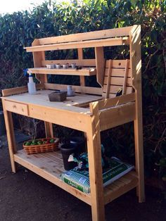 Super ideas backyard bbq shed potting tables Outdoor Potting Bench, Pallet Potting Bench, Potting Tables, Bbq Shed, Potting Station, Outdoor Sinks, Planter Bench, Backyard Bbq, Garden Table