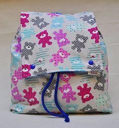 Mochila infantil con bolsillo para ir a la guarderia o al colegio.