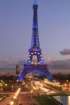 I luv Paris and doesn't the Eiffel Tower look amazing