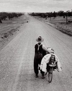 "liquidnight: "" Axel Poignant Swagman on the road to Wilcannia, New South Wales, 1953 Gelatin silver print [From the Art Gallery of New South Wales] "" South Wales, Vintage Photography, Street Photography, Dramatic Photography, Old Photos, Vintage Photos, Outback Australia, Parks, Aboriginal People"