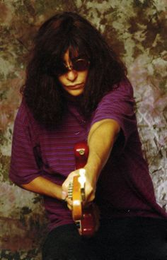 Joey Ramone photographed by Robert Knight Joey Ramone, Ramones, Punk Rock, All The Young Dudes, Iggy Pop, Tumblr, Dee Dee, Psychobilly, Pop Punk