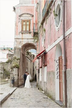A Romantic Ravello Wedding : more on  site http://rochellecheever.com/2014/04/italy-wedding-photographer-ravello-wedding/