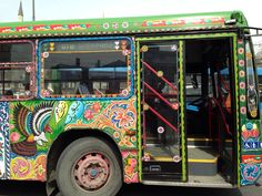 Beautifully painted Pakistani bus wandering around the Grand Bazaar in Istanbul. Maybe making a delivery? Funky Art, Grand Bazaar, Vintage Classics, Art Cars, Pakistani, Wander, Istanbul, Delivery, Street