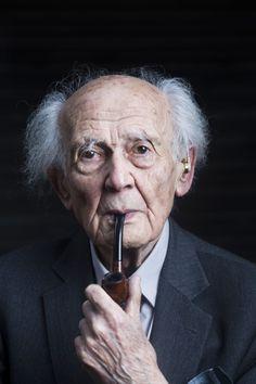 Zygmunt Bauman es un sociólogo, filósofo y ensayista polaco de origen judío. Su obra, que comenzó en la década de 1950, se ocupa, entre otras cosas, de cuestiones como las clases sociales.