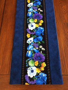 Spring Floral Table Runner, by AlidanCreations on Etsy Patchwork Table Runner, Table Runner And Placemats, Table Runner Pattern, Quilted Table Runners, Fabric Placemats, Table Topper Patterns, Quilted Table Toppers, Side Board, Place Mats Quilted
