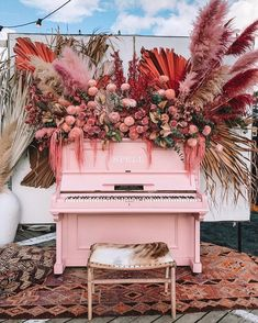 Pink piano floral installation for wedding Floral Wedding, Wedding Colors, Wedding Flowers, Rustic Wedding, Bouquet Wedding, Wedding Nails, Wedding Bride, Diy Wedding, Deco Floral