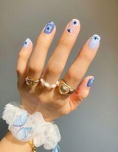 Nail Swag, Frensh Nails, Matte Nails, Shellac Nail Art, Nail Manicure, Light Blue Nails, Blue Nails Art, Blue Gel Nails, Daisy Nail Art