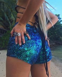 Other great ideas about Fest Makeup, Fest outfits and Festival form. Festival Looks, Rave Festival, Coachella Festival, Festival Wear, Festival Fashion, Music Festival Outfits, Music Festivals, Concerts, Edm Outfits