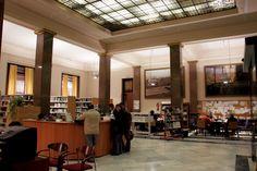 Con el cierre de las oficinas, el año 1982, el Banco de España donó al Ayuntamiento de #Alcoy el edificio para uso cultural, siendo rehabilitado para Casa de la Cultura, Biblioteca Pública y Archivo Municipal. #Alcoi #patrimonioindustrial