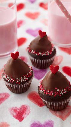 Baking Cupcakes, Cupcake Recipes, Mini Cupcakes, Cupcake Cakes, Chocolate Desserts, Fun Desserts, Delicious Desserts, Valentines Day Desserts, Valentine Treats
