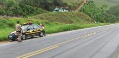 PRF registra 81 acidentes nas estradas pernambucanas na Operação Proclamação da República - Oitenta e um acidentes, 52 feridos e oito mortos. Estes são os números da Operação Proclamação da República 2012 divulgados pela Polícia Rodoviária Federal de Pernambuco (PRF) no final da manhã desta segunda-feira (19). A operação iniciou à zero hora da quarta-feira (14), foi concluída à meia-noite do domingo (18) e contou com um efetivo de 340 policiais, 55 viaturas, uma aeronave de resgate médic
