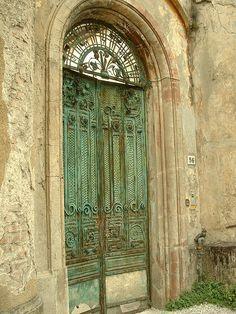 Doorway, Pietrasanta