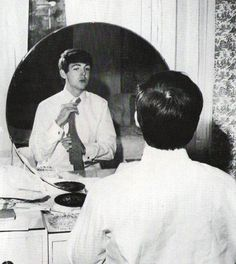 A very young Paul McCartney fixing his tie in front of his late mother Mary's dresser. Beatles Band, John Lennon Beatles, Sir Paul, John Paul, My Love Paul Mccartney, Paul Mccartney Young, The Fab Four, Ringo Starr, Great Bands
