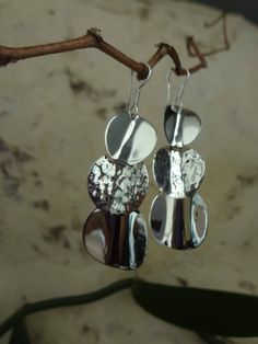 Long Sterling silver 925 earrings. Disc round circles slightly curved. Smooth & Hammered Circles. Modern style. Gift for her. Mexican Silver de NakuJewelry en Etsy
