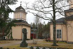Halsuan kirkon kellotorni. Grave Monuments, Graveyards, Mansions, House Styles, Home, Manor Houses, Villas, Ad Home, Mansion