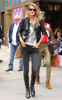 The supermodel looks, well, super while getting lunch in New York City.