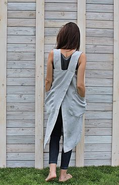 This Japanese apron is made from 100 % natural linen and produced and handmade by Linen Sky. Functional and long-lasting apron is with two big pockets