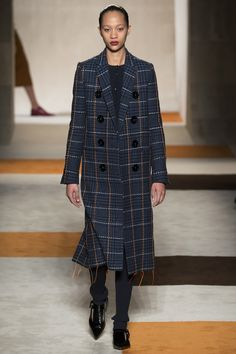 Victoria Beckham Fall 2016 Ready-to-Wear Fashion Show - Selena Forrest