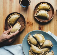 Okay - definitely need a different crust - maybe no spelt flour. These hot & smoky pumpkin empanadas are made with a coconut oil spelt pastry and a rich smoky veggie filling. With vegan option. Savory Pumpkin Recipes, Vegan Pumpkin, Vegetarian Side Dishes, Vegan Dishes, Delicious Vegan Recipes, Yummy Food, Yummy Treats, Pumpkin Empanadas, Pumpkin Breakfast
