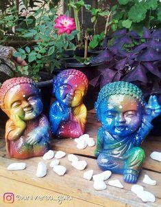 Trio de Baby Budas 22 cm de altura. Se você ama decoração zen, vai amar as nossas ideias. Garden Sculpture, Photo And Video, Instagram, Outdoor Decor, Crafts, Handmade, Zen Decorating, Plaster Crafts, Plaster Art