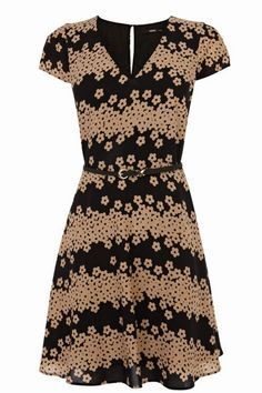 This dress is magnificent. Pretty and cute!  http://www.iamintothis.com/2013/11/top-picks-from-this-week-on-high-street.html