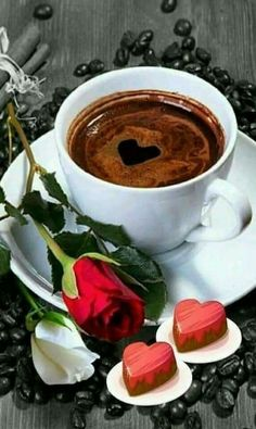 Coffee and flowers Brown Coffee, I Love Coffee, My Coffee, Good Morning Coffee, Coffee Break, Coffee Cafe, Coffee Drinks, Coffee Pictures, Chocolate Coffee