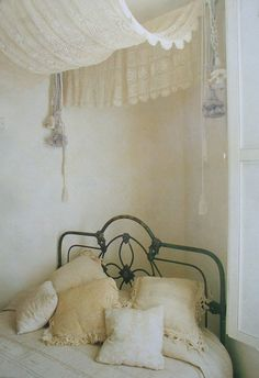 ✣ French Country Farmhouse ✣       LOVE THE CURTAIN ABOVE THE BED